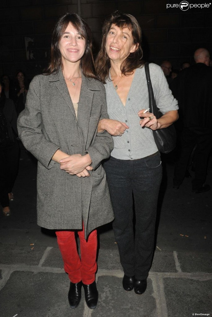 charlotte-gainsbourg-et-kate-barry-expo-kate-7