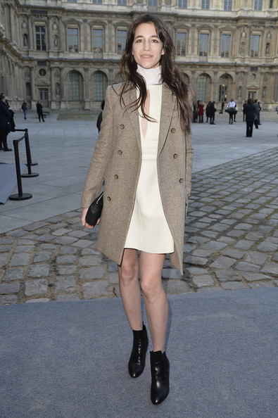 charlotte-gainsbourg-louis-vuitton-fashion-week-paris-hiver-2014-2015-12