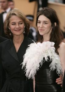 """Charlotte Gainsbourg et Charlotte Rampling à la Première de """"Lemming"""" au 58ème Festival de Cannes (11 mai 2005. Photo de Dave Hogan/Getty Images Entertainment"""