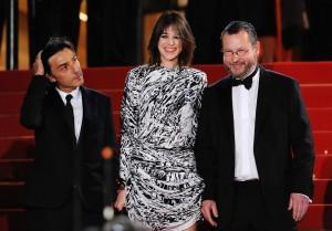 """Charlotte Gainsbourg, Yvan Attal et Lars Von Trier à la première de """"Antichrist"""" au 62ème festival de Cannes le 24 mai 2009. Photo de Francois Durand/Getty Images Europe."""