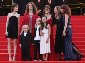 """Charlotte Gainsbourg, Gabriel Gotting, Julie Bertucelli, Morgana Davies, Zoe Boe, Sue Taylor et Yael Fogiel à la Première de """"L'Arbre"""" de Julie Bertucelli le 23 mai 2010 au 63ème Festival de Cannes"""